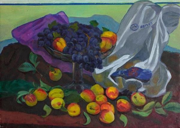 Виноград и персики