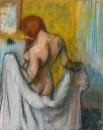 Женщина за полотенцем