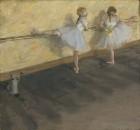 Танцовщицы, тренирующиеся у барьера