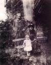 Eugene Manet, Berthe Morisot et leur fille Julie a Bougival Photographie