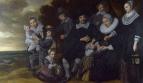 Семейный групповой портрет на фоне пейзажа