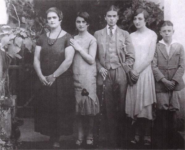 1926. Семья  Кало