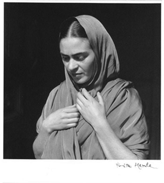 1936 - Frida a Rebozo