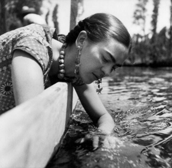 1936 - Frida a Xochimilco