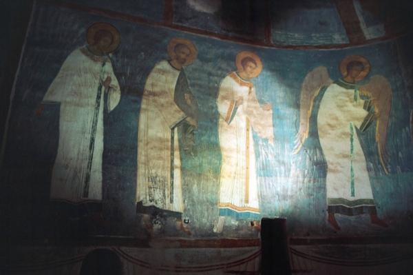 Ангелы и диаконы шествуют, чтобы поклониться бескровной жертве Христовой