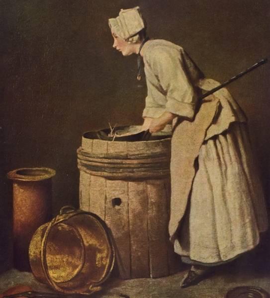 Кухарка, моющая посуду