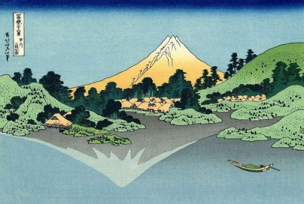 Отражение горы Фудзи в озере в Косю