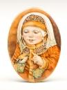 Плакетка девочка в народном костюме с птичкой Фарфоровые овальчики по мотивам работ художницы Л.Рома