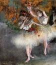 Две танцовщицы, выходящие на сцену