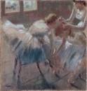 Три танцовщицы готовятся к занятиям