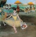 Танцовщица с букетом от поклонников