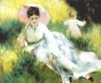 Женщина с зонтиком и ребёнок на залитом солнцем склоне холма
